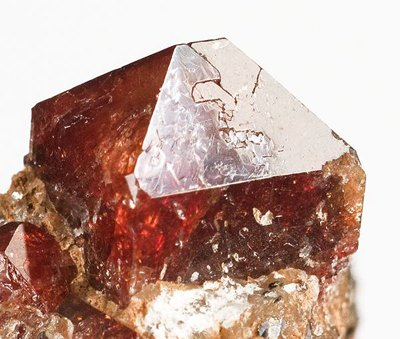 Zircon pakistanais. (© Rob Lavinski/Wikimedia Commons)