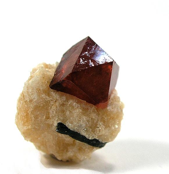 Zircon perché sur de la calcite¬¬. (© Rob Lavinski/Wikimedia Commons)